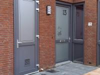 raamfolie-naam-gesneden-voordeur-schuurdeur-200x150